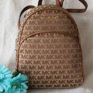 🔥NWT Michael Kors Medium Abbey Bagpack Ebony🔥